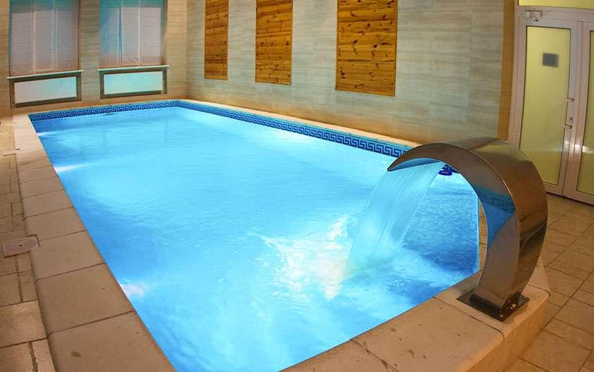 теплый бассейн за городом